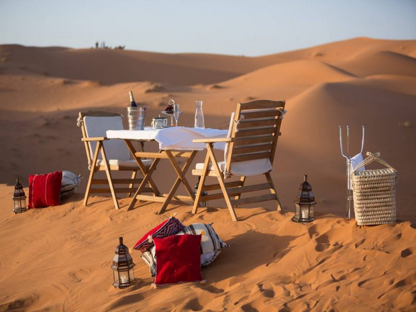 Merzouga-Luxury-Desert-Camps-Outdoor-Dining (Copier)